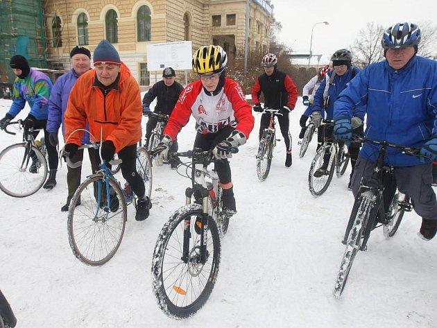Úvodní  kilometry kalendářního roku 2011 absolvovali cyklisté v sobotu na Nový rok.  Cíl vyjížďky byl na plzeňském náměstí