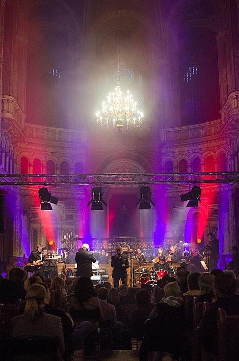 Rockové legendy zazpívaly ve Velké synagoze. Na snímku John Lawton