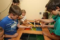 Děti na příměstském táboře vyráběly svíčky