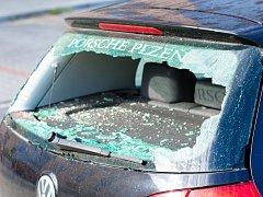 Mladík zdevastoval sedmnáct aut na Skvrňanech