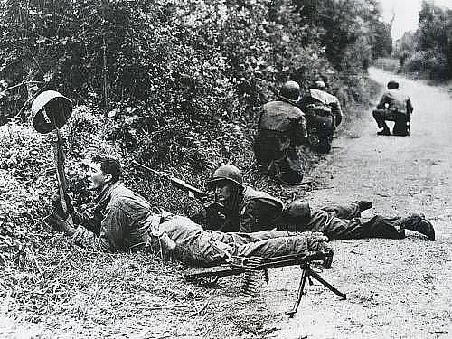 V bitvě o živé ploty se bojovalo o každé křoví. Postup američanů zpomalovali mj. němečtí kulometčíci ukrytí v hustém porostu