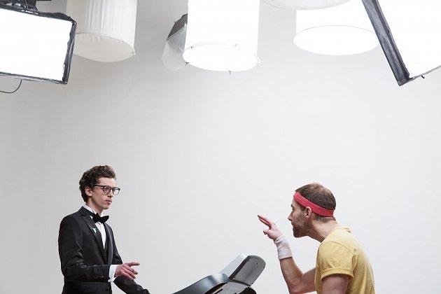 Jan Cina (vlevo) a Petr Vančura při natáčení a focení reklamy na letošní festival Finále Plzeň.
