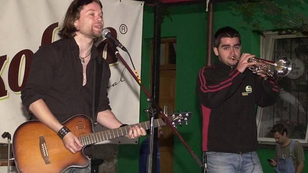 V plzeňských klubech se často představují i známé kapely. U Zacha například zahrál Kryštof