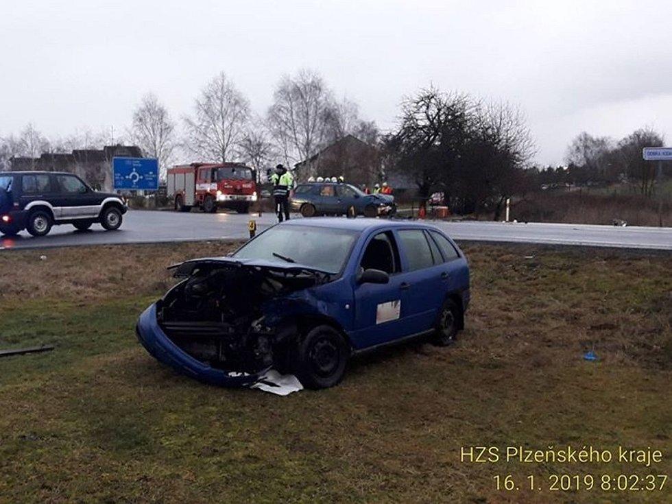 Nehoda dvou osobních aut u Draženova