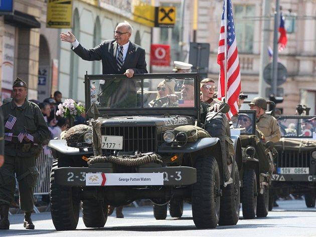 V čele loňského konvoje jel vnuk generála Pattona.