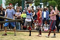 Loni se lidé při Evropském dnu sousedů bavili například při vystoupení kejklířů a žonglérů.