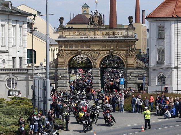 Motorkáři zahájili letošní sezónu společnou vyjížďkou z pivovaru