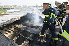 U požáru skladu v Jateční ulici zasahovaly tři jednotky hasičů.
