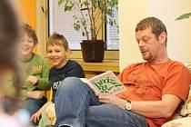 Martin Stránský četl předškolákům z Třemošné Mikulášovy prázdniny