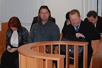 Tlumočnice Marcela Nucová, instruktor  Pavel Beneš a komisař Roman Rout (vpravo)