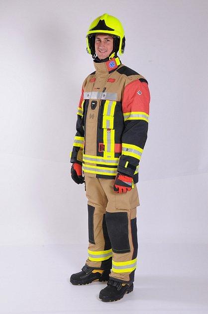 Vědci ze Západočeské univerzity vPlzni (ZČU) ukončili vývoj odlehčeného chytrého obleku pro hasiče.