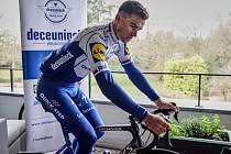 Část tradiční cyklistické klasiky Kolem Flander odjel Zdeněk Štybar v neděli doma na balkóně.