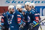 Peter Čerešňák (na snímku vpravo) přijímá gratulace spoluhráčů ke gólu v utkání se Spartou.