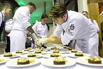 Špičkoví čeští šéfkuchaři připravili pro hosty čtyřchodové menu.