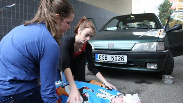 Zásah u autonehody byl jedním z nejtěžších úkolů soutěže. Zraněn byl řidič, jeho malá dcera a sražený chodec