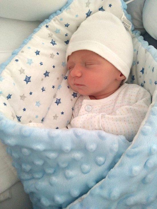 Tobias Zedník zPlzně se narodil vklatovské porodnici 23. března v8:50 hodin (47 cm, 2550 g). Rodiče Dominika a Martin znali pohlaví svého prvního miminka předem. Tatínek bohužel vzhledem k současné situaci u porodu být nemohl.
