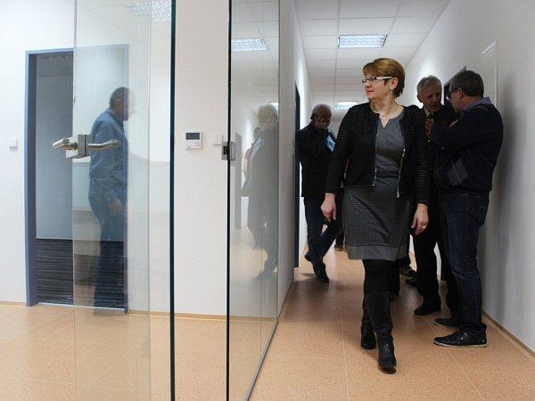 Novou nástavbu Stodské nemocnice si prohlédla ikrajská radní pro zdravotnictví Milena Stárková.