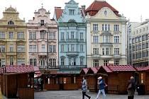 Příprava Havelských trhů na náměstí Republiky v Plzni