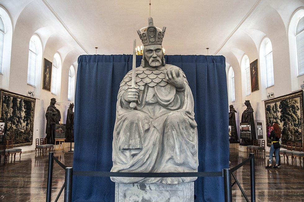 České korunovační klenoty...na dosah, život v době Karla IV.