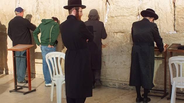 """""""U zdi nářků je doslova cítit Boží dotek,"""" říká cestovatel Radim Bílek, který si z Izraele přivezl i tradiční židovskou jarmulku"""
