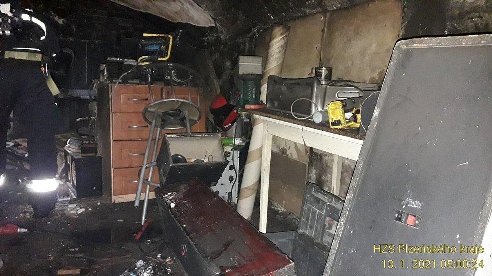 Požár matrace ve sklepě rodinného domu v Dolanech.