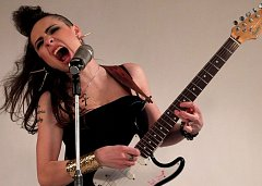 Tereza Hrubanová Rays je známá se svým hudebním projektem Electric Lady.