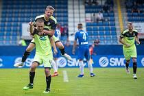 Jak Kopic se raduje s autorem první branky Luďkem Pernicou, druhý gól záložník Viktorie sám vstřelil.