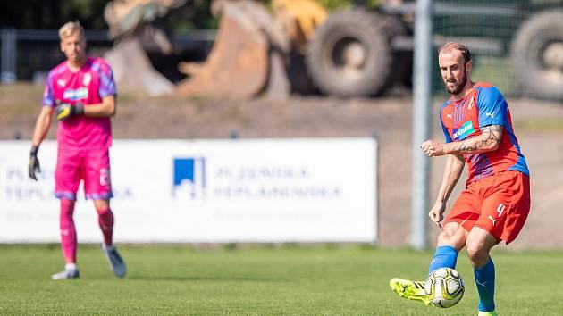 Zkušený stoper Roman Hubník v utkání ČFL s Táborskem.