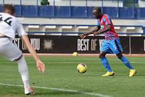 Konžský záložník Joel Kayamba přišel do plzeňské Viktorie loni v zimě právě z Opavy, teď se tedy vrací na známý stadion jako soupeř.