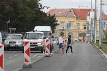 Rozkopané ulice v Plzni - Přemyslova ulice se v úseku před Plazou kompletně rekonstruuje, vzniká tu nový přechod pro chodce
