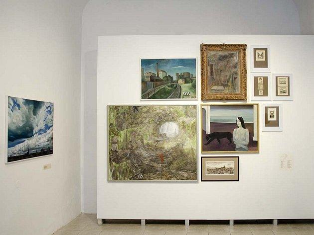 Pohled do výstavních prostor Galerie města Plzně, v nichž až do 10. ledna trvá výstava 20 let Artotéky města Plzně (1996 – 2016)