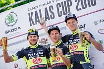 V Těškově u Rokycan vládli cyklisté týmu Elkov Author, zleva druhý Matěj Zahálka, vítěz  Jan Rajchart a třetí Michael Kukrle.