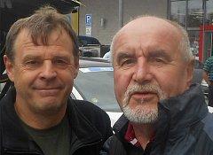 Václav Toman (vlevo) na snímku z mistrovství v silniční cyklistice v Plzni spolu s populárním spíkrem Jindřichem Pulmanem.