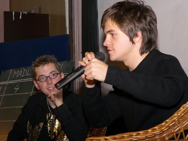 Populární zastupitel mladé české herecké generace Jiří Mádl byl hlavní hvězdou pořadu Deset statečných. Do Žihle přijel herec proslavený zejména teenagerskými komediemi na pozvání  moderátora této zábavně–vědomostní soutěže Jiřího Bláhy