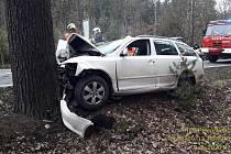 Nehoda osobního auta nedaleko Kaznějova