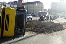 Nehoda nákladního vozu.