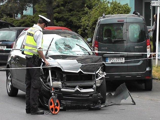 Dopravní nehoda v Sokolovské ulici.