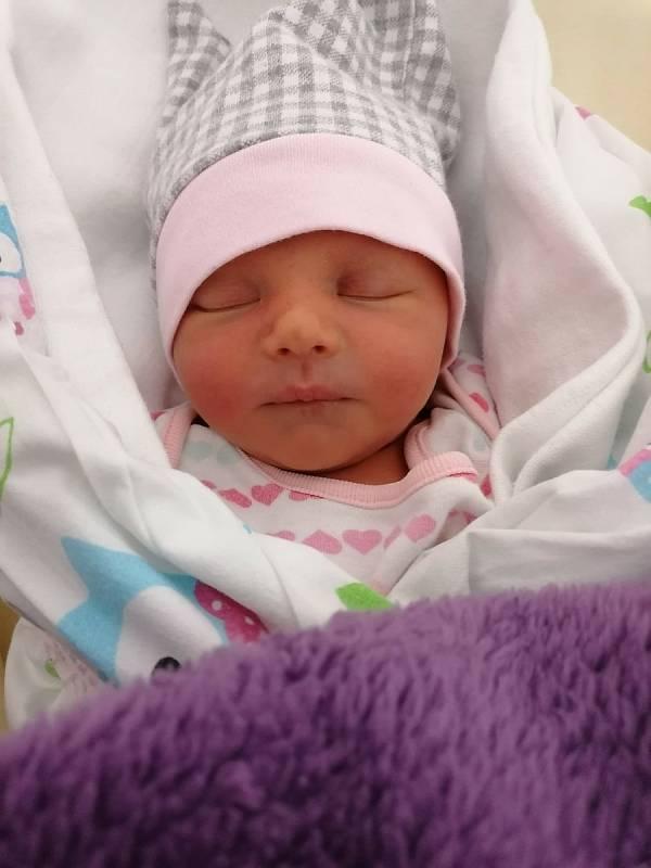 Simona Vlčková ze Štěnovic se narodila 12. září 2021 v 9:20 rodičům Petře a Milanovi. Po příchodu na svět v porodnici Mulačovy nemocnice jejich dcera vážila 2300 gramů a měřila 46 centimetrů.