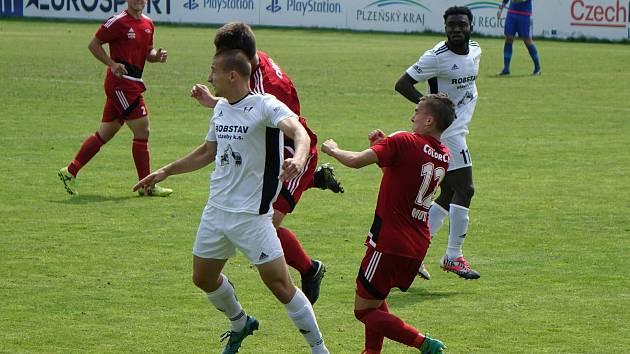 Přeštický Matěj Strejček (na snímku v bílém dresu z týden starého utkání proti Petřínu) gól do sítě Sedlčan tentokrát neslavil.