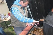 Pečená křepelka, to bylo jedno z hlavních lákadel křepelčích hodů v Újezdě nade Mží