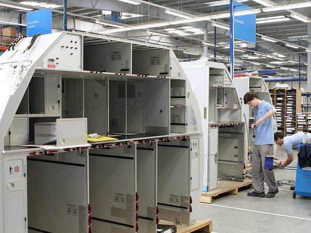 Měsíčně v Plzni vznikne třicet pět setů kuchyňských modulů a odpočinkových místností do letadel Airbus 320