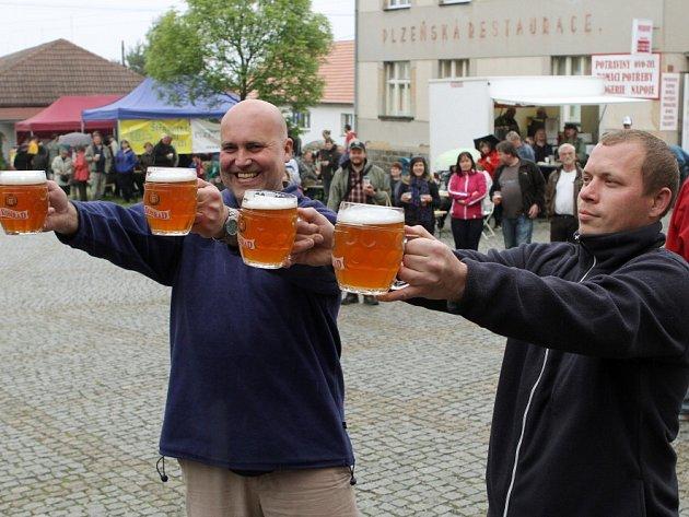 Ve Štěnovicích uspořádali historicky první pivní slavnosti.