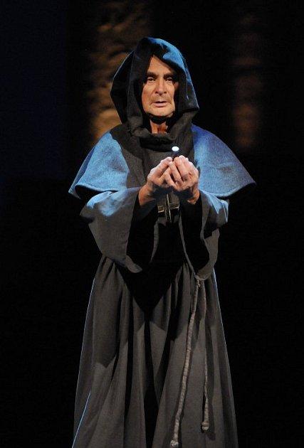 Jiří Žalud jako Páter Lorenzo vbaletu Romeo a Julie