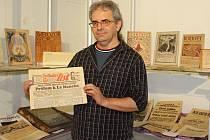 Mezi vystavenými kousky, které plzeňský sběratel Miloslav Krist (na snímku) zapůjčil Muzeu jižního Plzeňska v Blovicích, je také Polední list.