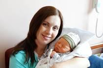 Dominik Šťastný se narodil 26. května v9:32 mamince Ivaně a tatínkovi Lukášovi zBorku u Rokycan. Po příchodu na svět vplzeňské FN vážil bráška Adélky a Terezky 4230 gramů a měřil 52 centimetrů.