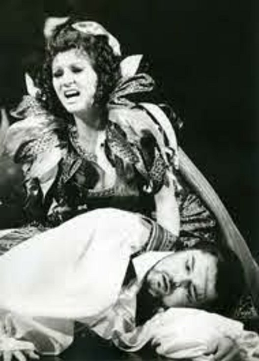 Jan Adamec jako Cavaradosi v opeře Tosca.