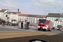 Nehoda dodávky a osobního auta Na Belánce v Plzni