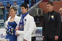 ZIMNÍ STADION si jako místo pro svůj velký den vybrali hokejoví fanoušci Josef Škarda a Lenka Hrončoková.