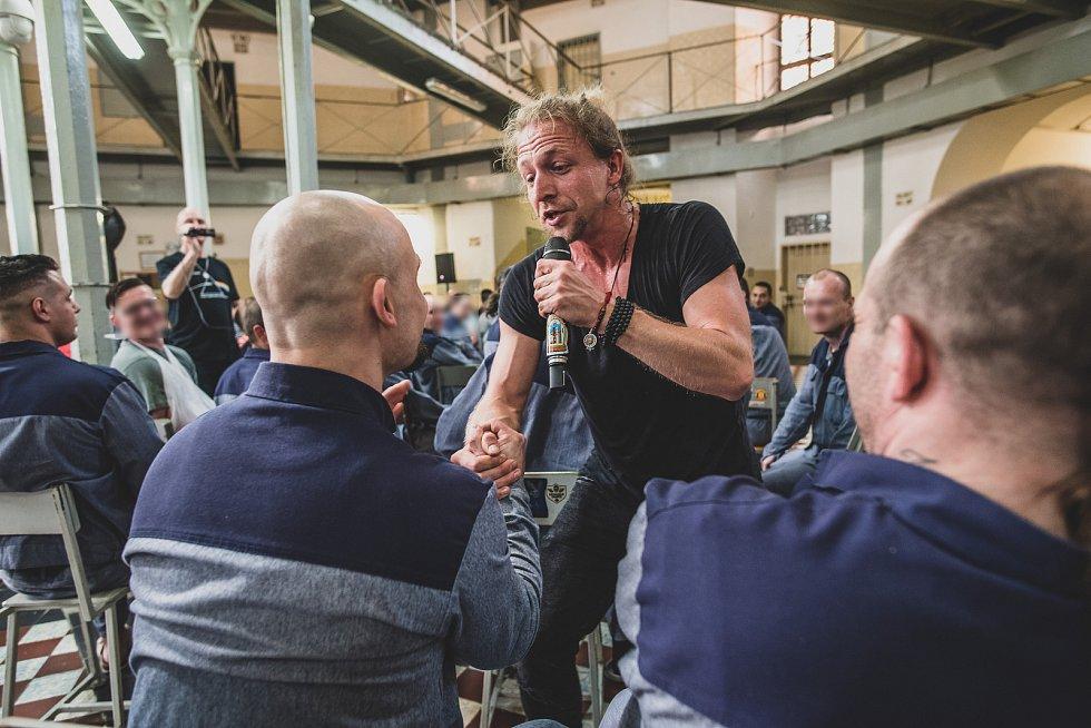 Tomáš Klus zahrál ve věznici na Borech