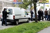 Policisté našli u muže v autě nelegálně držené zbraně a munici.